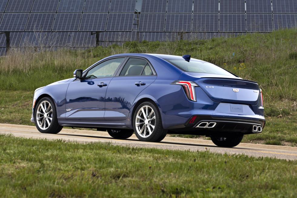 Cadillac CT4 prishyol na smenu