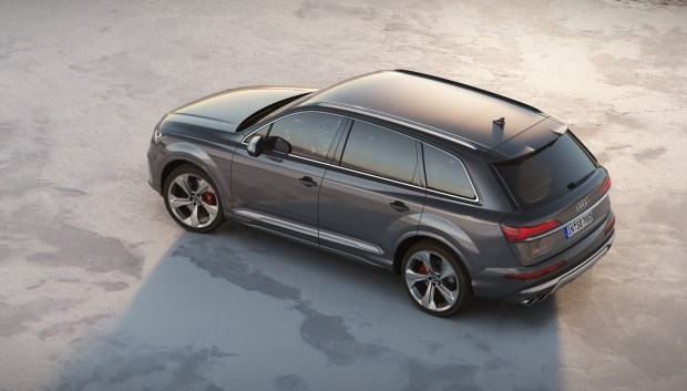 Audi pokazal obnovlennyj krossover Audi SQ7 TDI