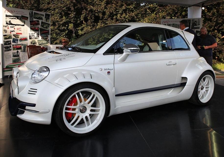 Fiat 500 prevratitsya v zadneprivodnyj superkar 1