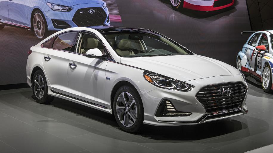 Hyundai Sonata Hybrid poluchit massu umnyh opczij1
