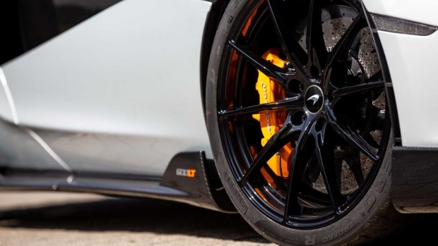 McLaren poproshhalsya s superkarom 600LT1