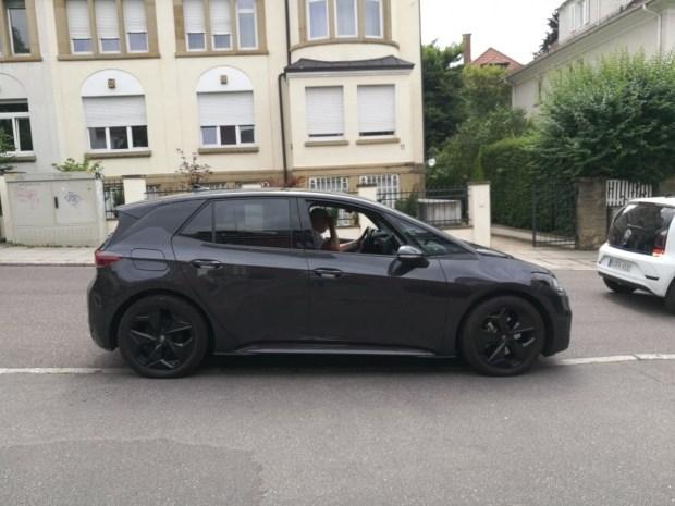 V seti poyavilis novye shpionskie foto Volkswagen ID.3