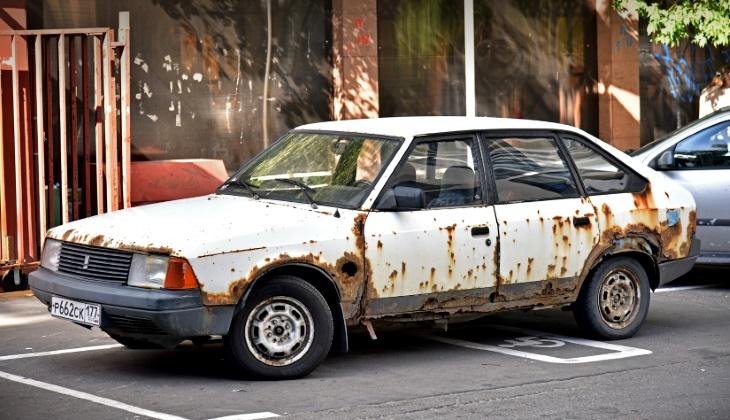 Deputaty hotyat zapretit starye avtomobili