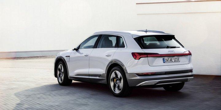 Nazvana czena samoj dostupnoj versii Audi E Tron 1