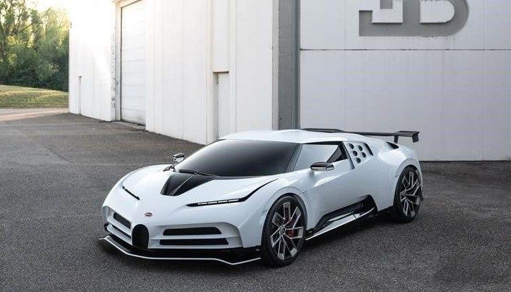 V Kalifornii byl predstavlen novyj giperkar Bugatti