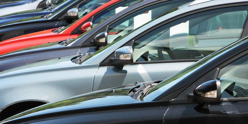 V Rossii budut massovo dorozhat avtomobili