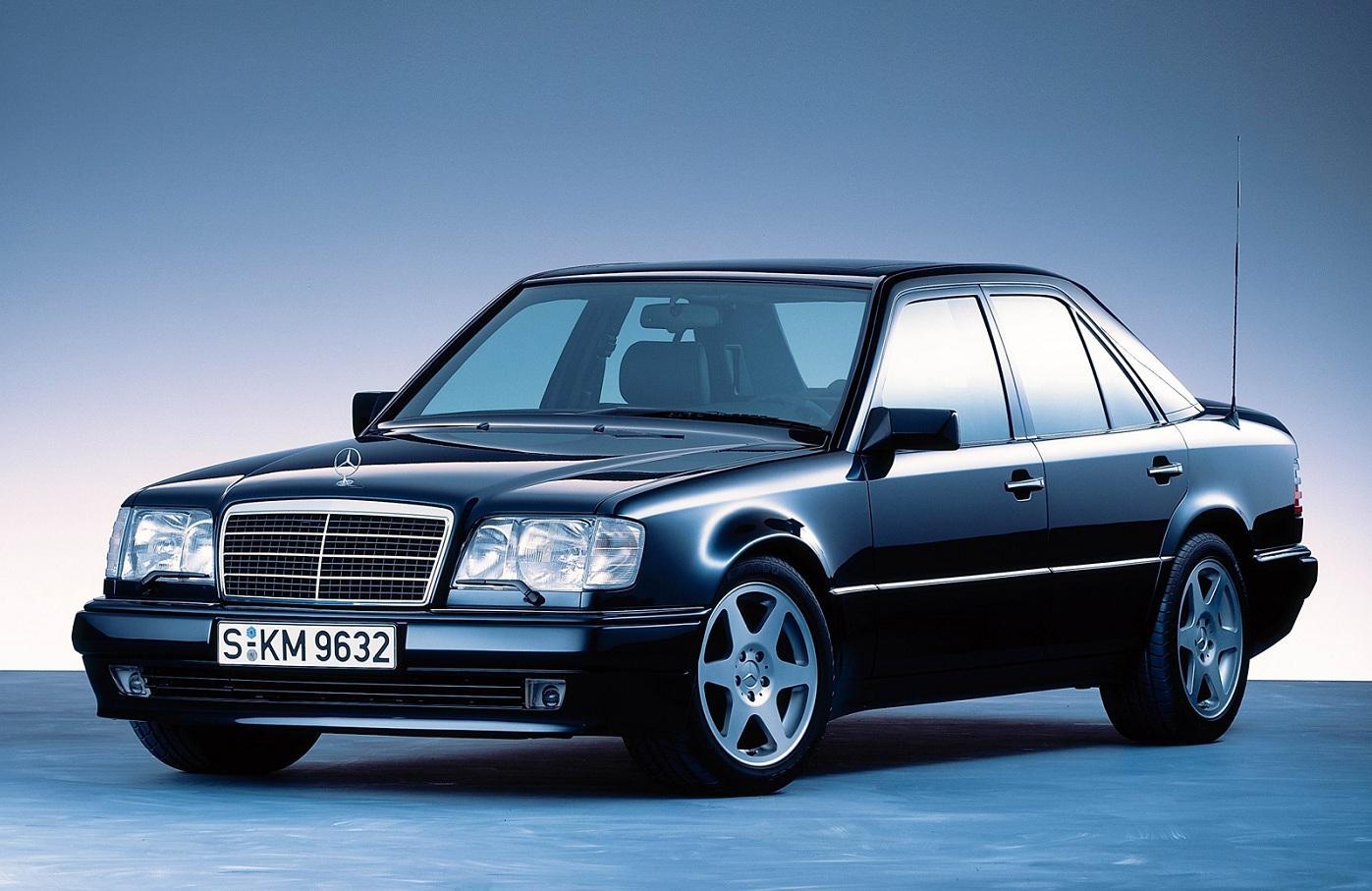 Vladelczam staryh mashin Mercedes zaplatyat po 3 000 evro