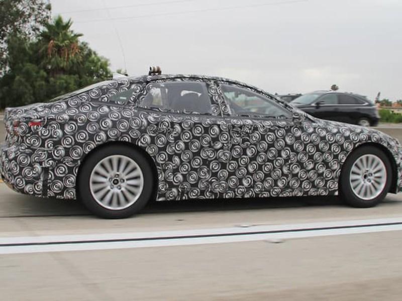 Vodorodnyj Lexus LS zasvetilsya na testah