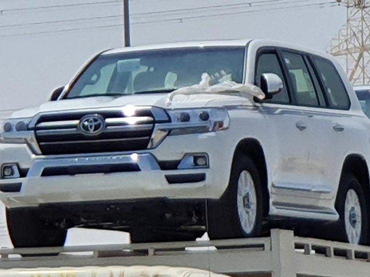 V seti zasvetilas novaya versiya Toyota Land Cruiser 200