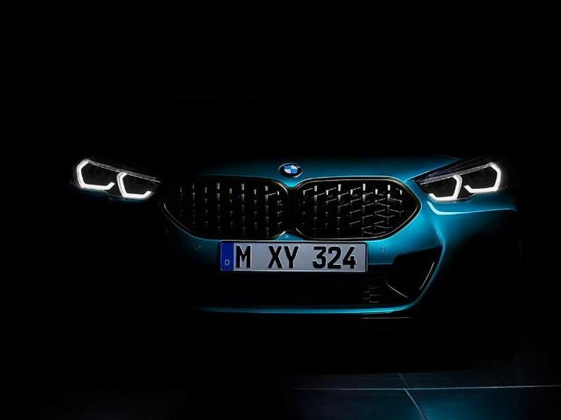 BMW pokazal tizer novogo avtomobilya