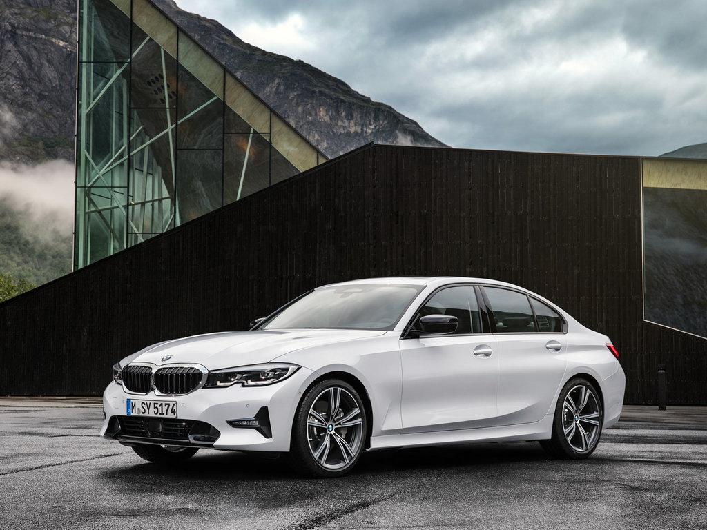 BMW predstavila uluchshennyj universal M340i Hdrive Touring