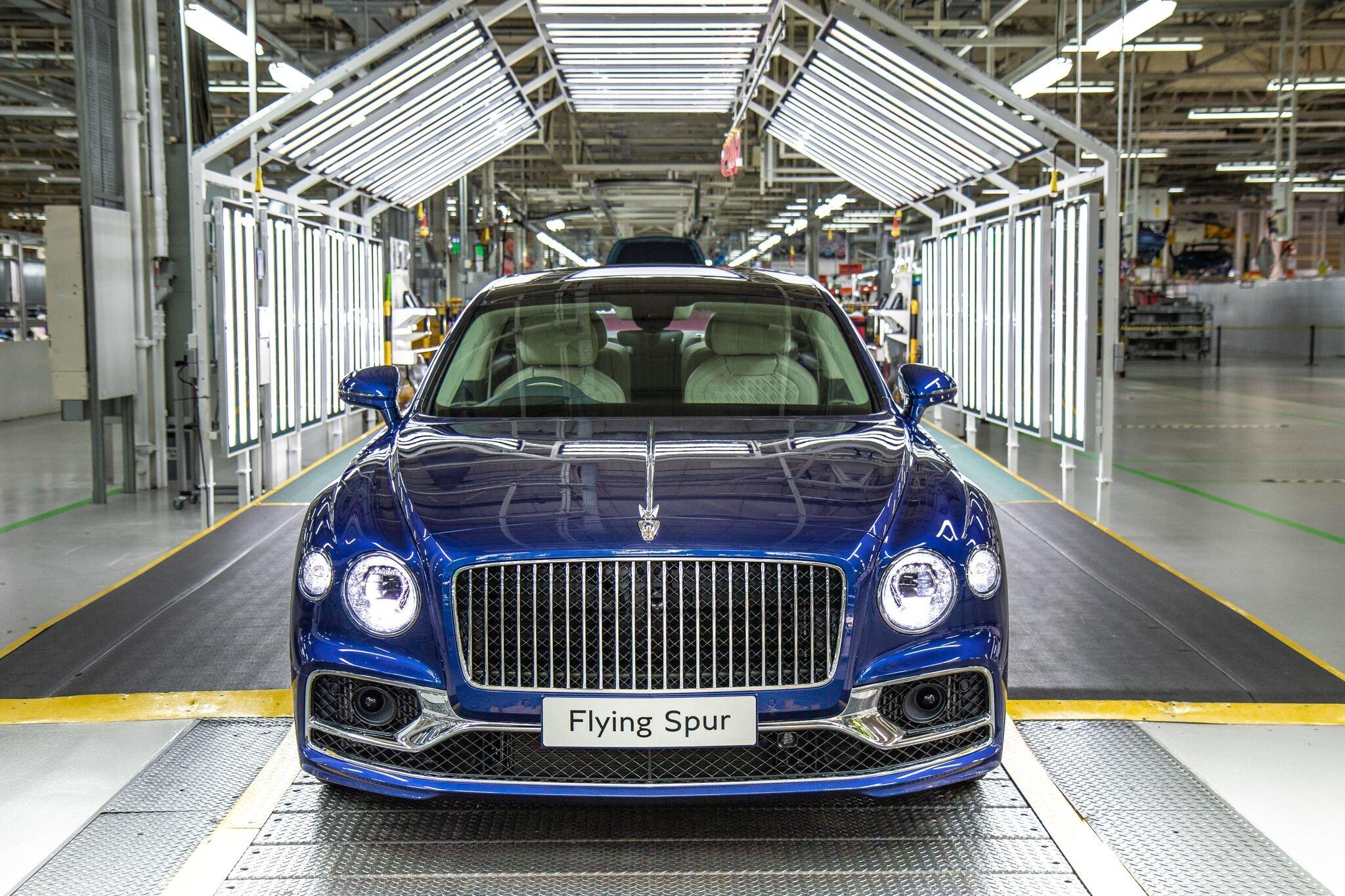 Bentley nachala vypusk sedana Flying Spur novogo pokoleniya