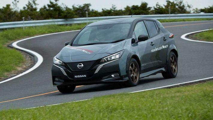 Nissan Leaf stanet polnoprivodnym 1