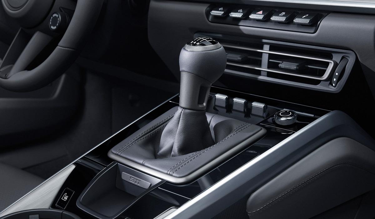 Porsche 911 poluchil mehanicheskuyu korobku peredach