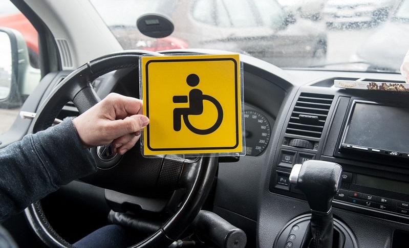 Deputaty hotyat zapretit evakuirovat avtomobili invalidov