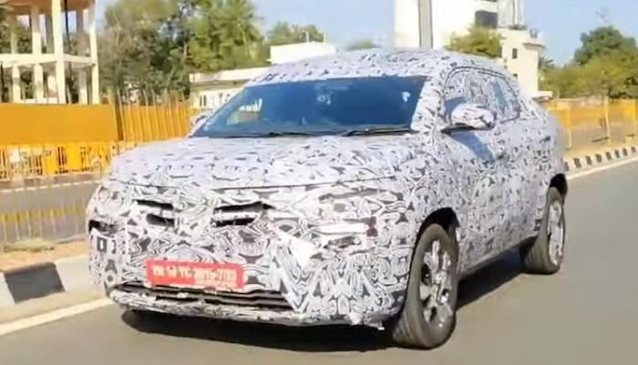 Новый бюджетный кроссовер Renault вновь засняли на тестах