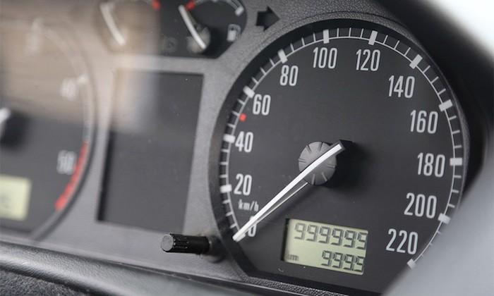 Стало известно, какие автомобили в РФ продают со скрученным пробегом