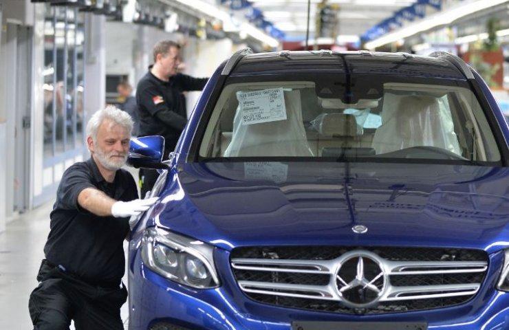 Mercedes-Benz готовится к массовому увольнению сотрудников