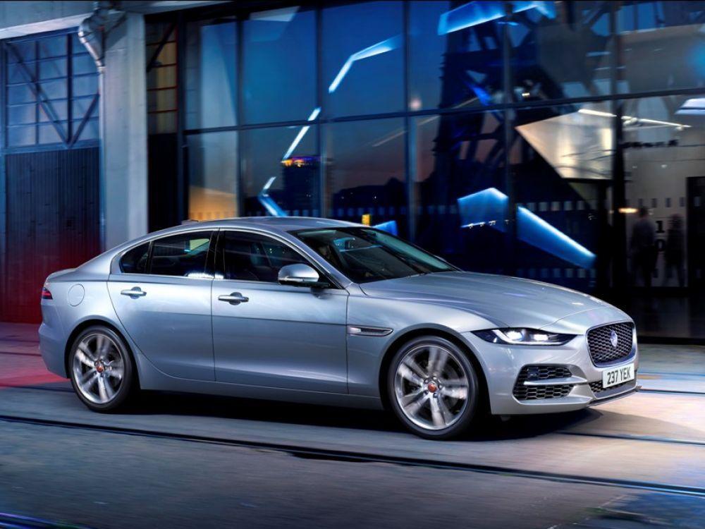 jaguar xe i xf mogut prevratitsya v odnu model1