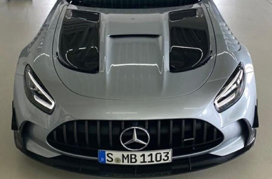 v set popali fotografii novogo mercedes amg gt r black series1