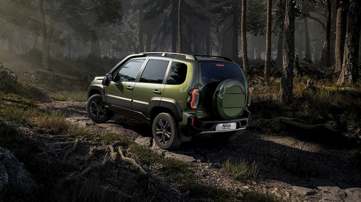 niva travel offroad forest 1