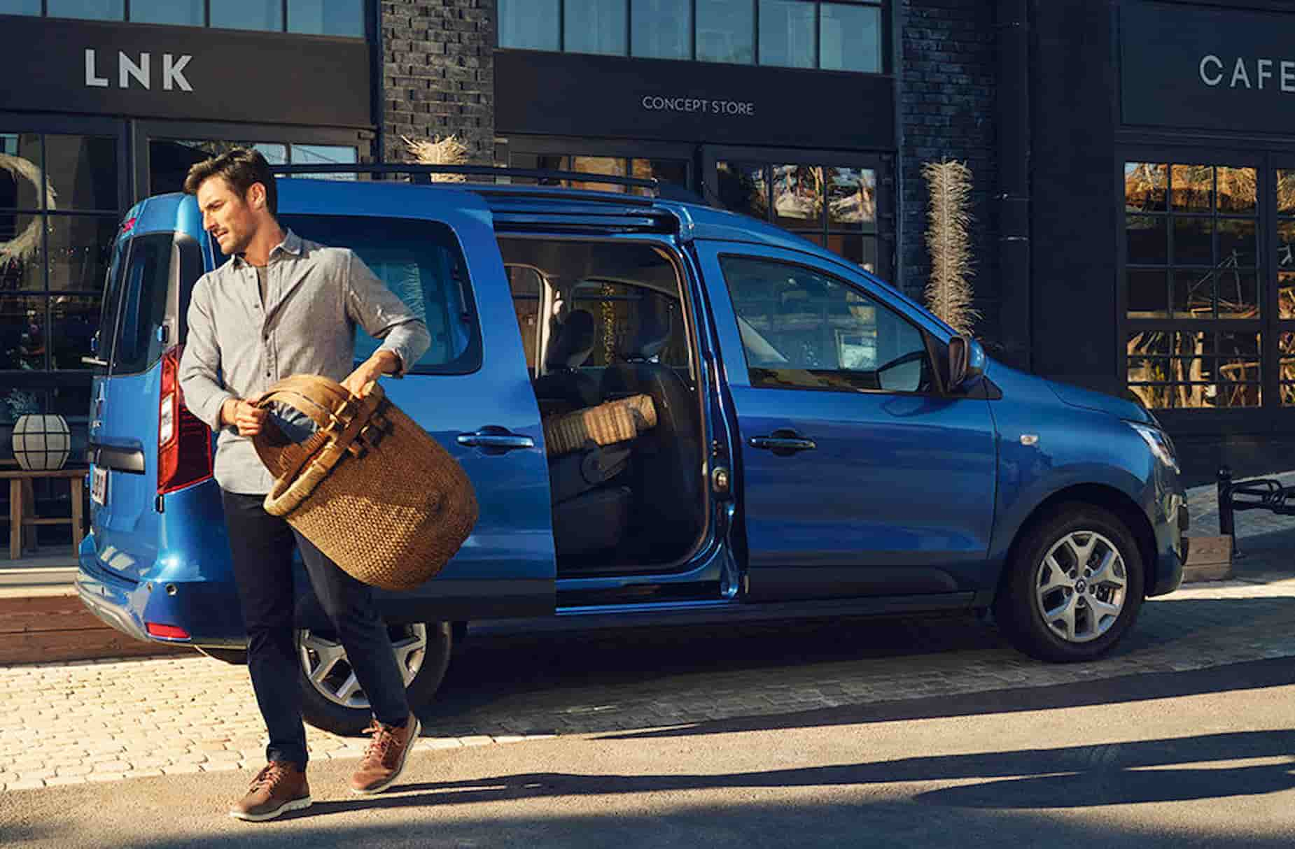 2021 New Renault Express On location 1 1