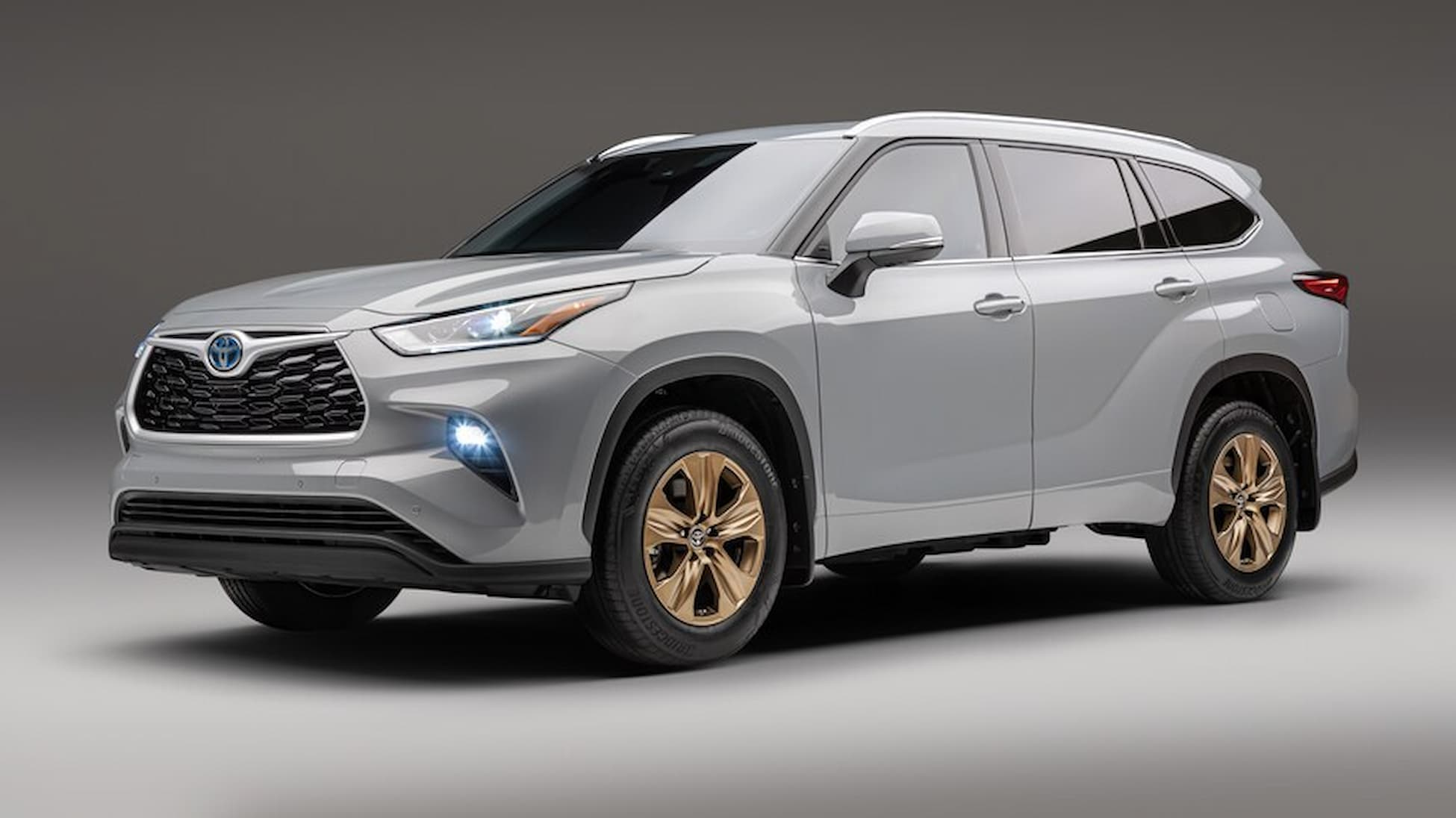 2022 Toyota Highlander Bronze Edition 01